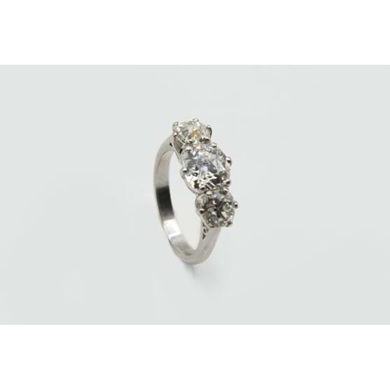 A THREE STONE DIAMOND RING Image